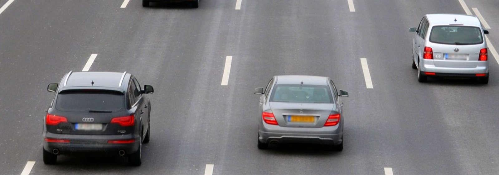 autopista con coches