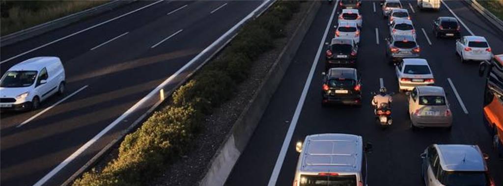 carretera con coches