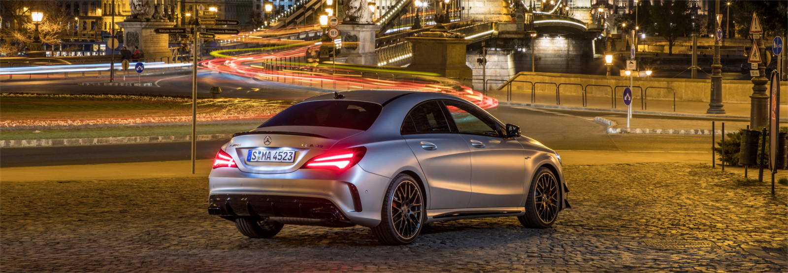Lateral mercedes cla