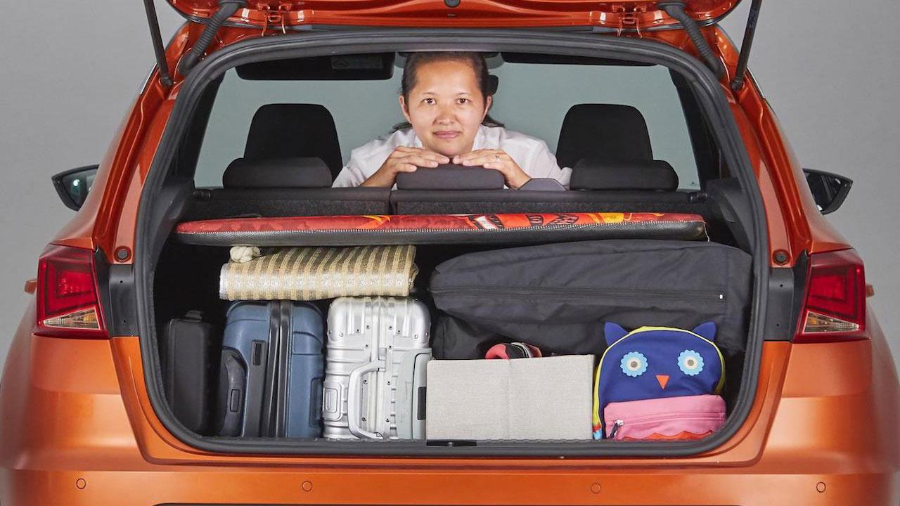 Maletero de SEAT Arona organizado según el método KonMari