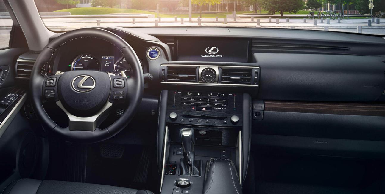 Interior Lexus is300h