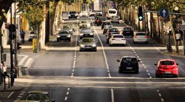 coches en una ciudad