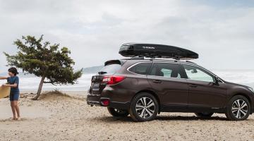Subaru Outback en la playa